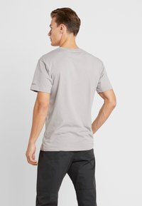 Columbia - BASIN BUTTE GRAPHIC TEE - T-Shirt print - grey heather - 2