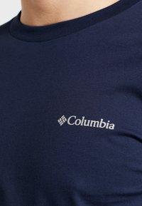 Columbia - LODGE GRAPHIC - Camiseta de manga larga - collegiate navy - 5