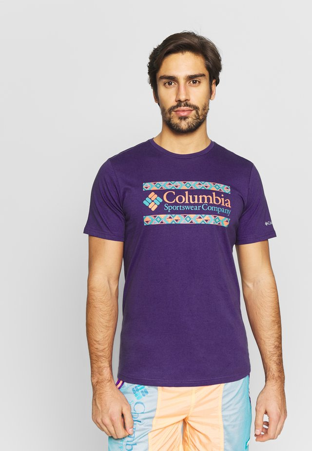 RAPID RIDGE™ GRAPHIC TEE - T-shirt z nadrukiem - vivid purple