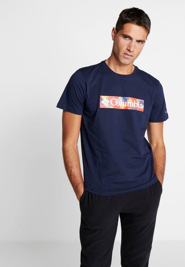RAPID RIDGE™ GRAPHIC TEE - T-shirt z nadrukiem - collegiate navy/sky blue