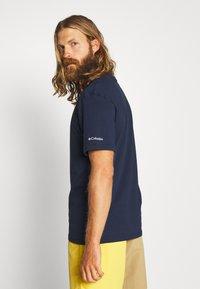Columbia - BASIC LOGO™ SHORT SLEEVE - T-shirt z nadrukiem - collegiate navy - 2