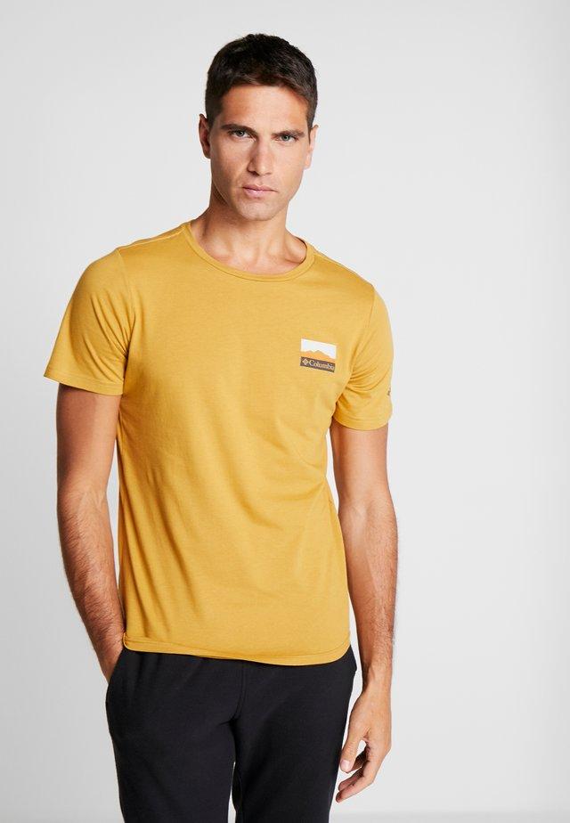 RAPID RIDGE BACK GRAPHIC - Print T-shirt - dark banana