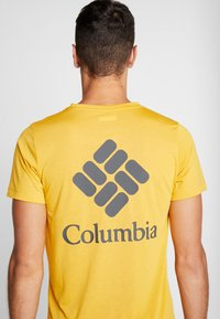 Columbia - MAXTRAIL LOGO TEE - Triko spotiskem - bright gold - 4