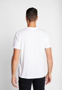 Columbia - ALPINE WAY™ GRAPHIC TEE - T-shirt print - white - 2