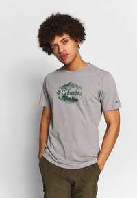 Columbia - M HIGH DUNE™ GRAPHIC TEE - T-shirt z nadrukiem - columbia grey outsider - 0