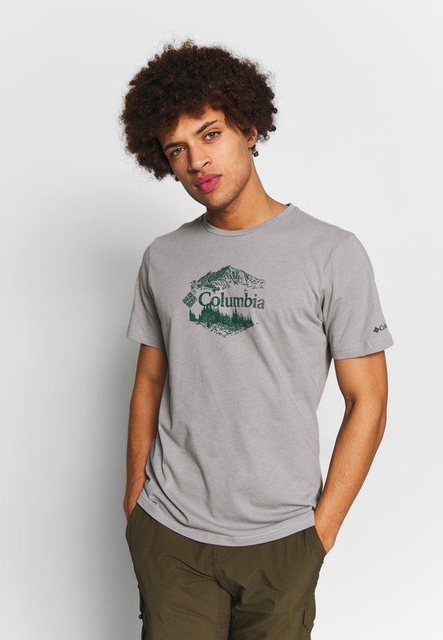 M HIGH DUNE™ GRAPHIC TEE - T-Shirt print - columbia grey outsider