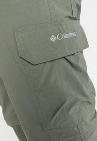 Columbia - SILVER RIDGE™ CONVERTIBLE PANT - Friluftsbyxor - cypress - 5