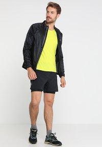 Columbia - TITAN ULTRA™ SHORT - Pantalón corto de deporte - black - 1