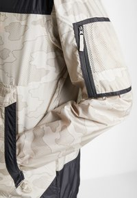 Columbia - CHALLENGER™  - Veste coupe-vent - fossil/shark - 5
