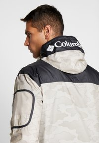 Columbia - CHALLENGER™  - Veste coupe-vent - fossil/shark - 4