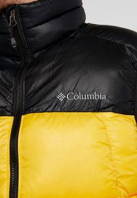 Columbia - PIKE LAKE™ VEST - Bodywarmer - mustard yellow/black - 4