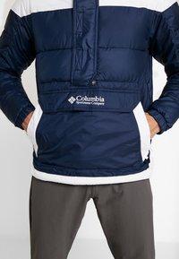 Columbia - LODGE PULLOVER JACKET - Kurtka zimowa - collegiate navy/white - 6