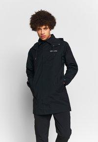 Columbia - EAST PARK™ MACKINTOSH JACKET - Abrigo corto - black - 0