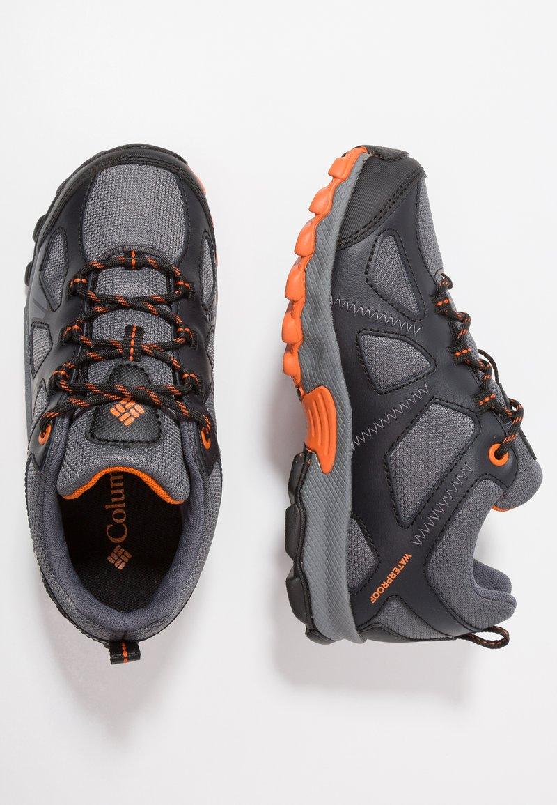 Columbia - YOUTH PEAKFREAK XCRSN WP - Hiking shoes - graphite/heatwave