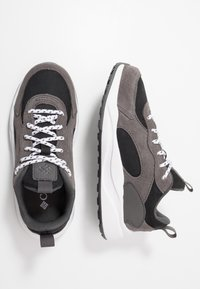 Columbia - YOUTH PIVOT - Chaussures d'entraînement et de fitness - black/white - 0
