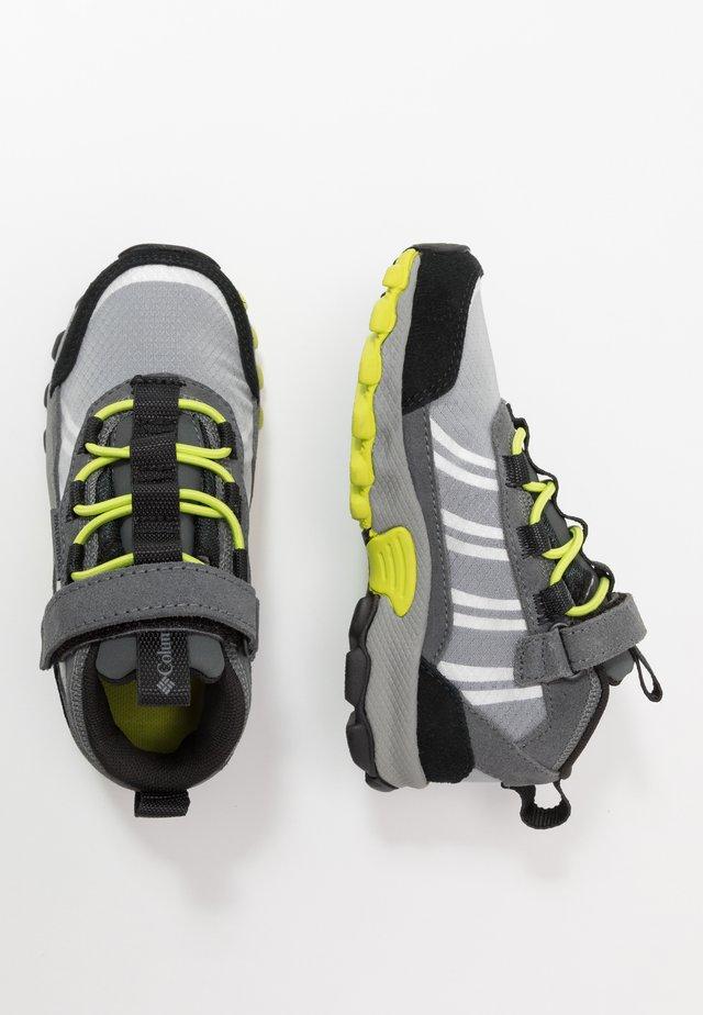 CHILDRENS FLOW BOROUGH LOW - Hiking shoes - graphite/acid green
