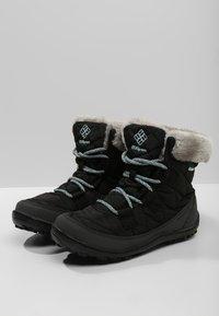 Columbia - YOUTH MINX SHORTY OMNI-HEAT WATERPROOF - Zimní obuv - black/spray - 2