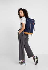 Columbia - CLASSIC OUTDOOR 25L DAYPACK - Rucksack - collegiate navy heather/maple - 5