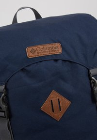 Columbia - CLASSIC OUTDOOR 25L DAYPACK - Rucksack - collegiate navy heather/maple - 7