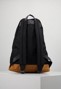 Columbia - CLASSIC OUTDOOR 20L DAYPACK - Rucksack - black/maple - 2