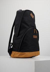 Columbia - CLASSIC OUTDOOR 20L DAYPACK - Rucksack - black/maple - 3