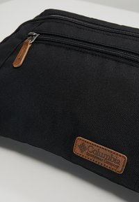 Columbia - CLASSIC OUTDOOR™ LUMBAR BAG - Olkalaukku - black - 2