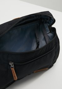Columbia - CLASSIC OUTDOOR™ LUMBAR BAG - Olkalaukku - black - 5