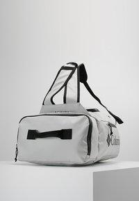 Columbia - STREET ELITE™ CONVERTIBLE DUFFEL PACK - Sportovní taška - cool grey - 3