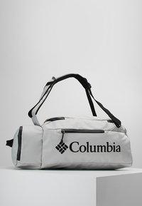 Columbia - STREET ELITE™ CONVERTIBLE DUFFEL PACK - Sportovní taška - cool grey - 0