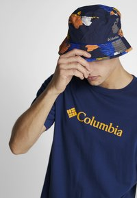 Columbia - PINE MOUNTAIN™ BUCKET HAT - Hat - collegiate navy tropical monsteras/azul - 1