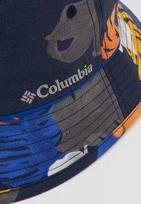 Columbia - PINE MOUNTAIN™ BUCKET HAT - Hat - collegiate navy tropical monsteras/azul - 6