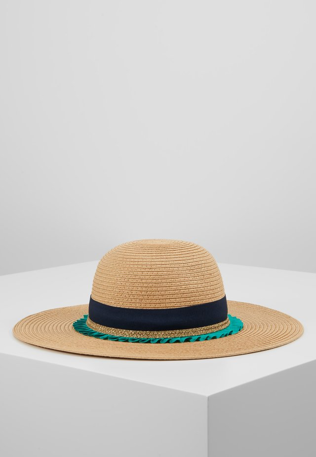 HAT - Hut - sand