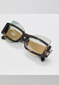 Courreges - Sluneční brýle - brown - 4