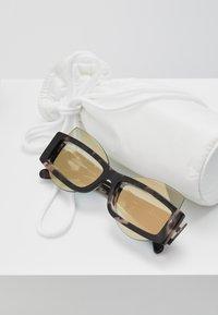 Courreges - Sluneční brýle - brown - 2