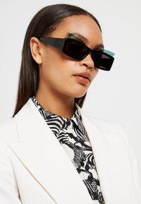 Courreges - Sluneční brýle - black - 1