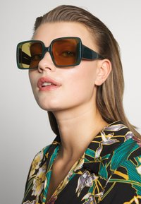 Courreges - Sonnenbrille - green/brown - 1