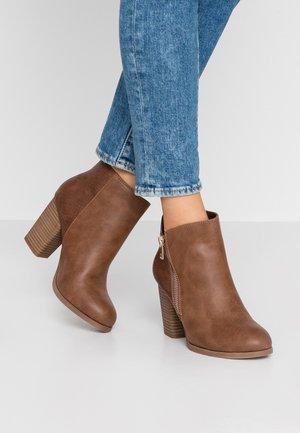 LARRA WIDE FIT - Ankle boots - cognac
