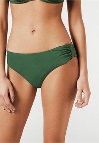 Calzedonia - MIT HOHEM BUND INDONESIA - Bikini bottoms - grün - 175c - palm green - 0
