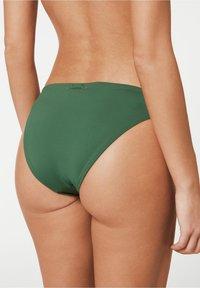 Calzedonia - MIT UNSICHTBAREN NÄHTEN INDONESIA - Bikini bottoms - grün - 175c - palm green - 1