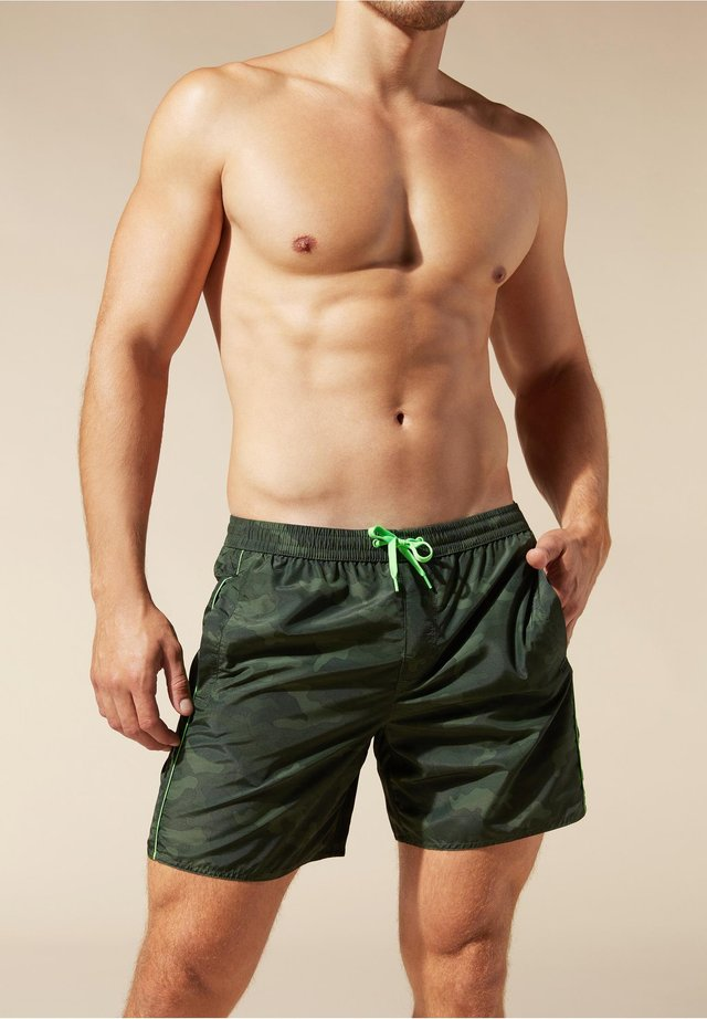 Swimming shorts - grün - 216c - camouflage piping green