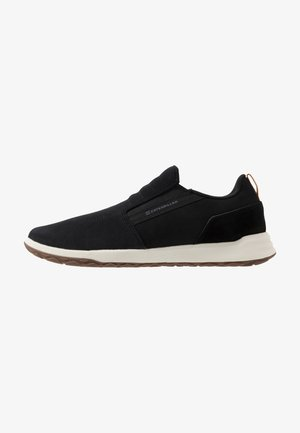 QUEST - Loaferit/pistokkaat - black