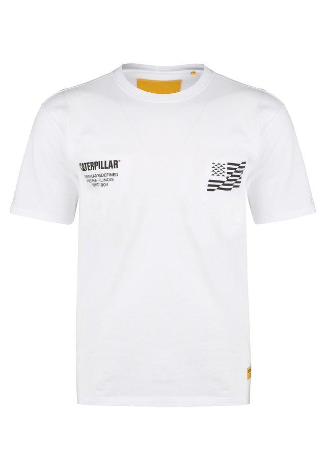 CATERPILLAR CATERPILLAR B-W FLAG T-SHIRT HERREN - T-shirt imprimé - white