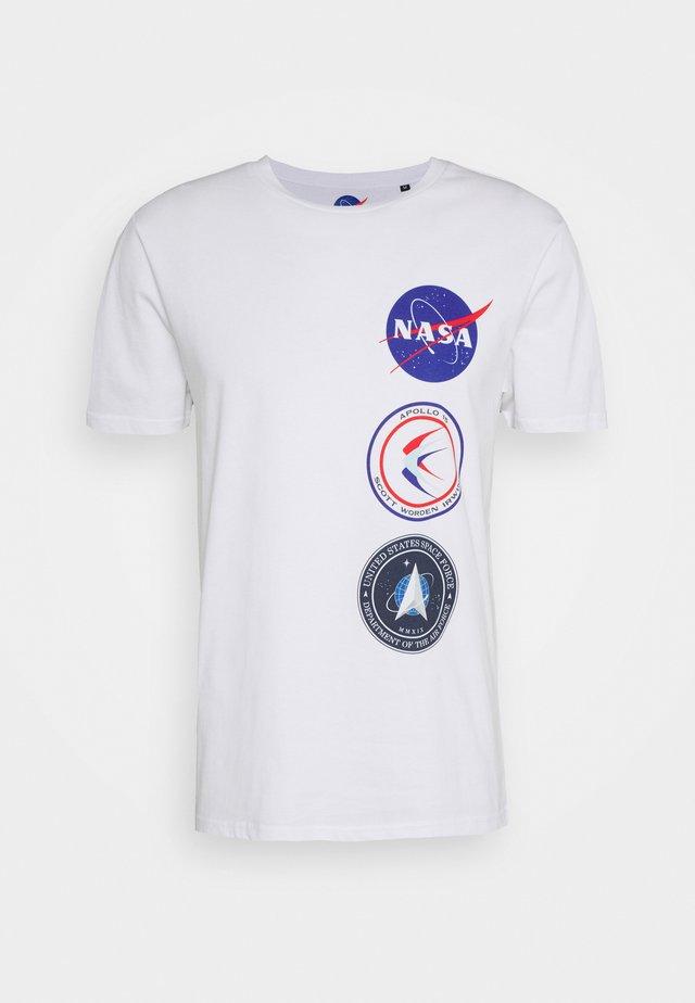 NASA LICENSE UNISEX - Triko spotiskem - white