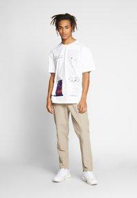 CORELLA - FRIENDS - T-shirt print - white - 1