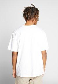 CORELLA - FRIENDS - T-shirt print - white - 2