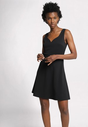 MIT HERZAUSSCHNITT - Korte jurk - black