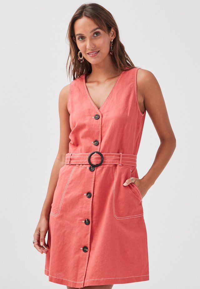 MIT KNÖPFEN - Vestido camisero - rose