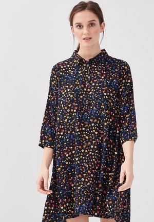 MIT 3/4 ÄRMELN - Robe chemise - black