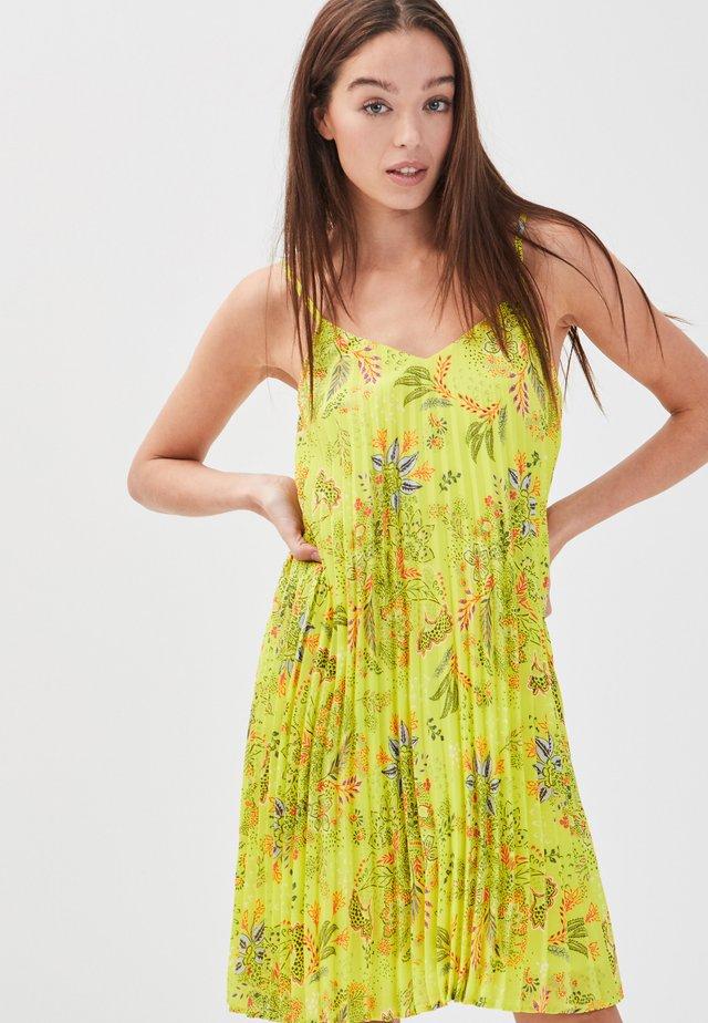 MIT TRÄGERN - Vestido informal - yellow