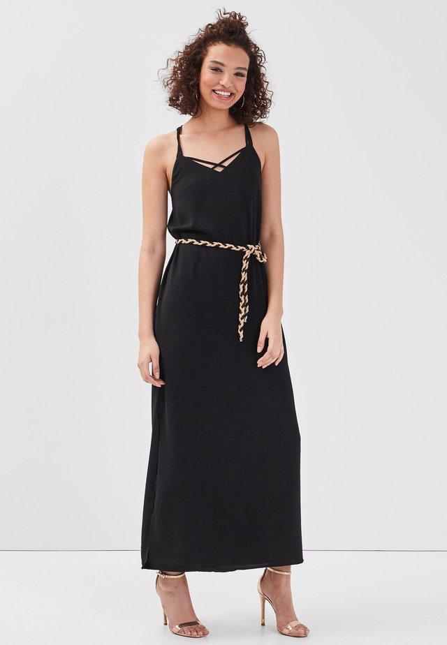 MIT AUSGEBREITETEM GÜRTEL - Robe longue - black